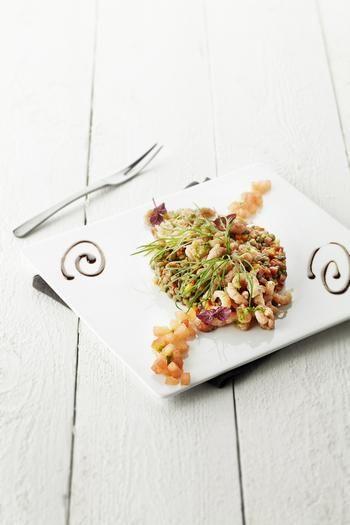 Salade van grijze garnalen, groene linzen en vinaigrette van dille