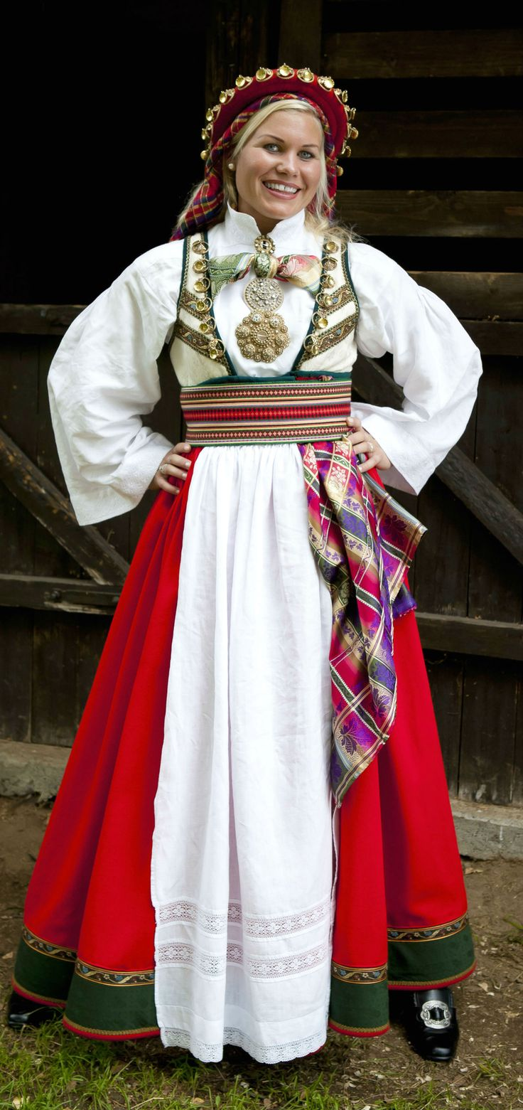 Bridal costume (bunad) for rent at Almankås in Bø in Telemark County - http://www.almankas.no/