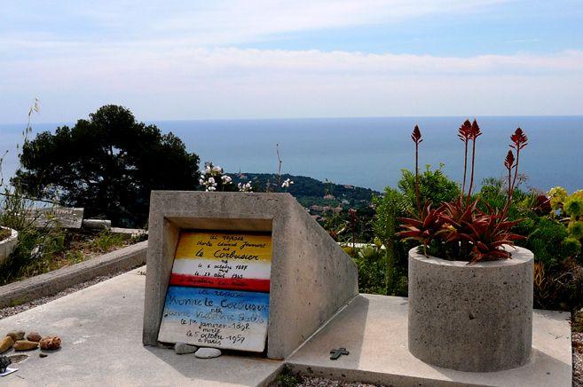 http://pariscotedazur.fr/archives/2011/12/26/le_corbusier-mort_au_soleil-de_la_côte_d-azur