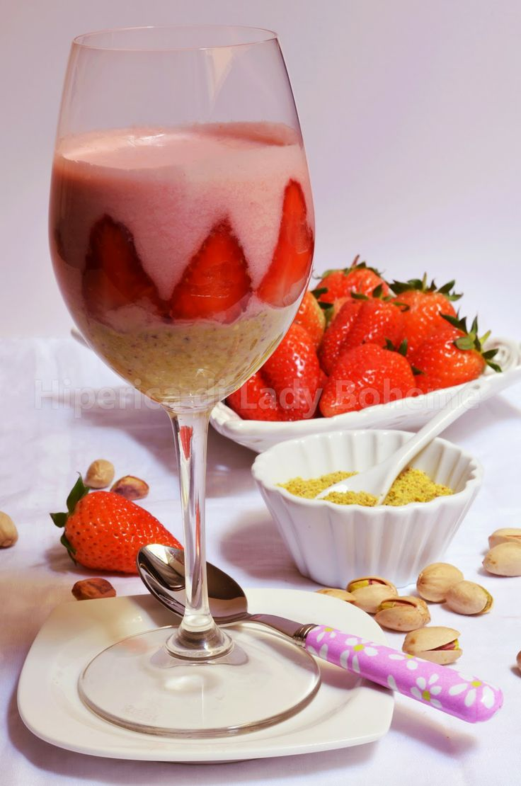 ITALIAN FOOD - MOUSSE ALLA FRAGOLA E PISTACCHIO (Strawberry and pistachio mousse)