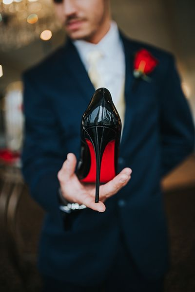 20+ Photos to Take With Your Wedding Shoes