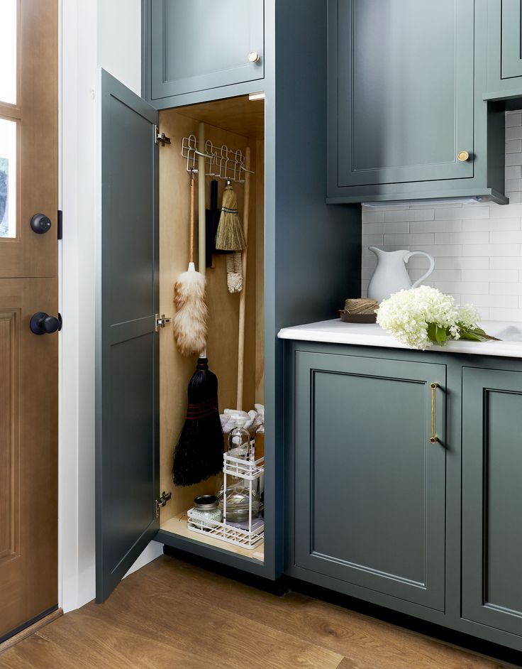 b5f1fd7020bb1f5e26d8564d4aed2d29 8 Measures to Structure a Smart, Organized Cupboard & Mudroom   Emily Henderson