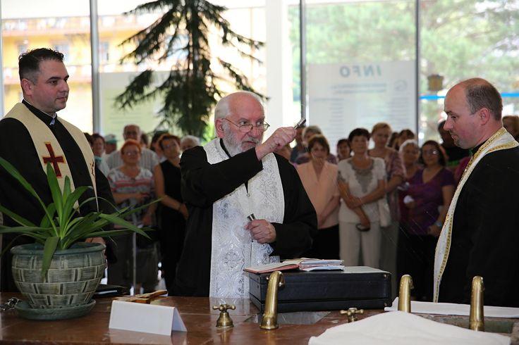 Jubilejné 20. slávnostné otvorenie kúpeľnej sezóny v Bardejovských kúpeľoch Bardejovské kúpele sú čoraz atraktívnejšie  Bardejovské kúpele už po dvadsiaty raz za sebou slávnostne otvorili v piatok 2. júna 2017 hlavnú kúpeľnú sezónu, keď minerálne pramene požehnali zástupcovia štyroch cirkví pôsobiacich v bardejovskom regióne. Kúpele v súčasnosti disponujú vynovenými kapacitami vlani zrekonštruovaných hotelov Alexander a Alžbeta, moderným wellness centrom v hoteli Ozón a profesionálne zdatným…