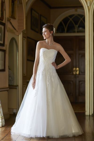 Tiffanys Blanche - Lace gown - Sugar and Spice UK - Lincoln