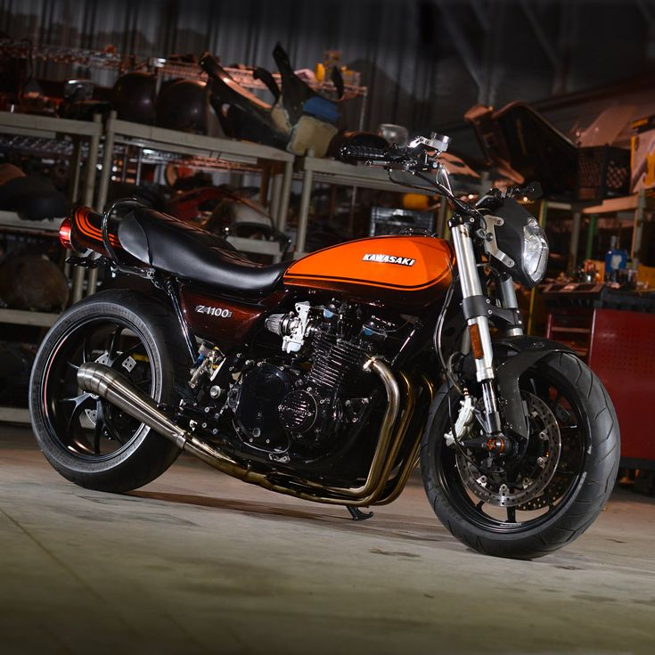 How to make a 70s Kawasaki Z1000 even faster (and handle like a sportbike too). This beauty is running a heavily upgraded engine, a strengthened frame, and Ducati suspension.