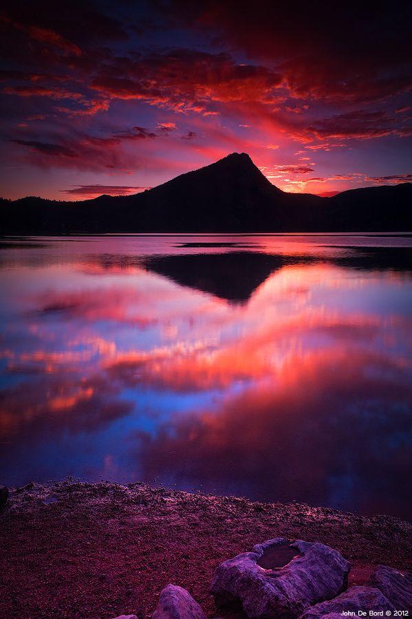 Amazing sunrise at Lake Estes in Estes Park, Colorado, the east entrance to Rocky Mountain National Park.