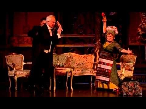 Lehár Ferenc: A víg özvegy / 1995 - A víg özvegy (németül Die lustige Witwe) Lehár Ferenc háromfelvonásos operettje. Szövegkönyvét Victor Léon és Leo Stein írták Henri Meilhac 1861-es vígjátéka, a L'attaché d'ambassade (Az attasé) alapján. Az operett ősbemutatójára 1905. december 30-án került sor a bécsi Theater an der Wienben. A zeneszerző első nagy sikere volt, mellyel megalapozta nemzetközi karrierjét. Budapesten először 1906. november 27-én mutatták be a Magyar Színházban.
