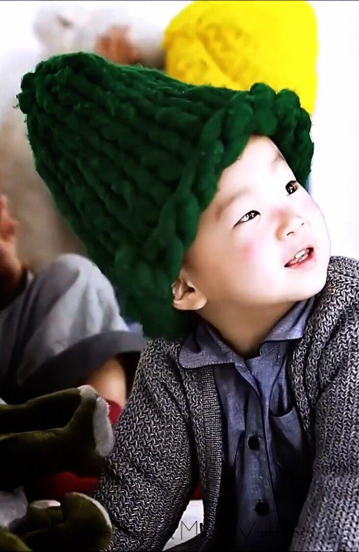 DaeHan so cute.