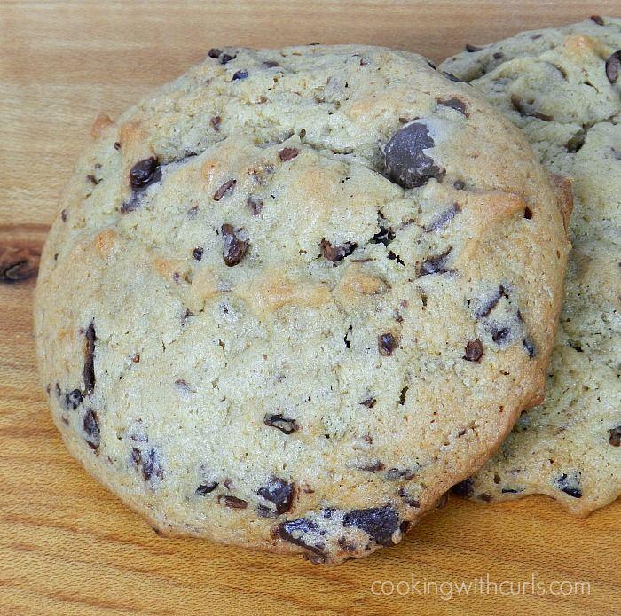 Chunky Monkey Cookies | cookingwithcurls.com | #cocoanibs #banana