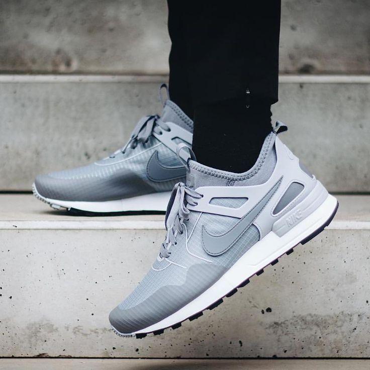 https://i.pinimg.com/736x/b5/f2/ac/b5f2ac45ecb504dd50f458ac1f6ab623--grey-sneakers-sneakers-shoes.jpg