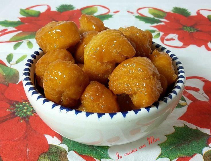 I turdilli calabresi al miele piccoli dolcetti tradizonali della cucina calabrese,morbidi da sciogliersi in bocca qui la ricetta.