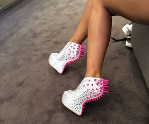 Pretty in pink...spikes! #shoeswithpinkspikes