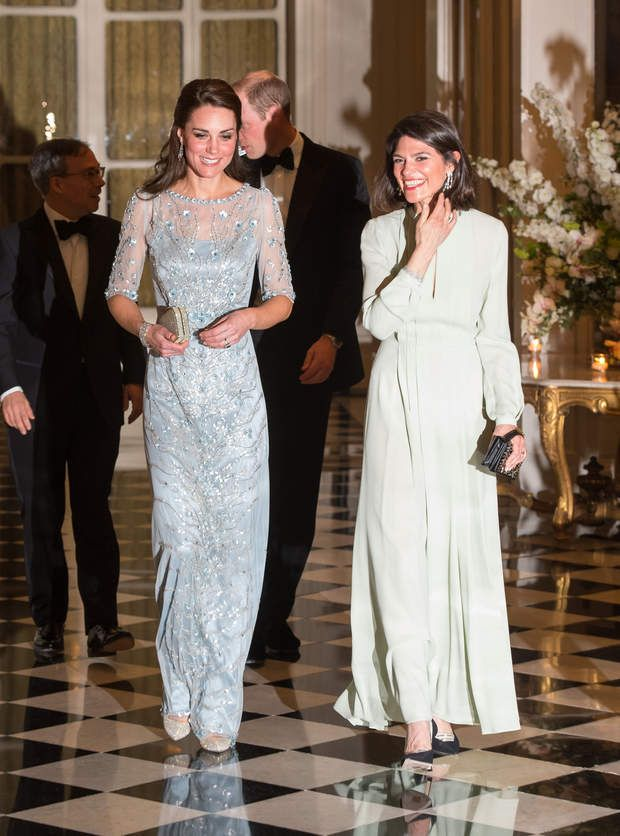 Kate Middleton lors du dîner officiel à l'ambassade de Grande-BretagneThe Duke and Duchess of Cambridge arrive for a dinner hosted by Her Majesty's Ambassador to France, Edward Llewellyn, at the British Embassy in Paris, as part of their official visit in Paris, France onFriday March 17, 2017. Photo by Dominic Lipinski/PA Wire/ABACAPRESS.COM | 586182_009 Paris u France