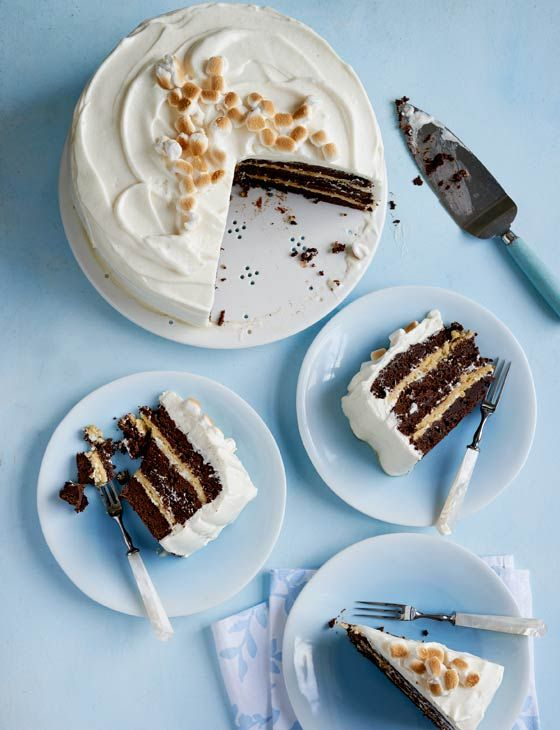 S'mores Brownie Cake ~ British recipe substitutes cookie layers for graham crackers to hold up between thick brownie layers, all coated with marshmallow frosting | via Sainsbury's Magazine