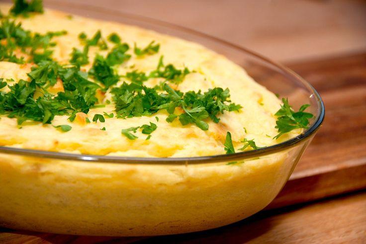 En lækker mos med jordskokker og kartofler, der kan serveres straks, eller du kan bage den i ovnen. Drys med friskhakket persille lige inden servering. Foto: Guffeliguf.dk.