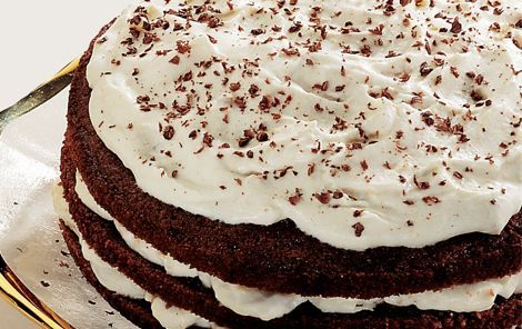 Bananlagkage. Lagkage med kakaobunde, flødeskum og banan. En klassisk smagskombination, der holder! Uhm....