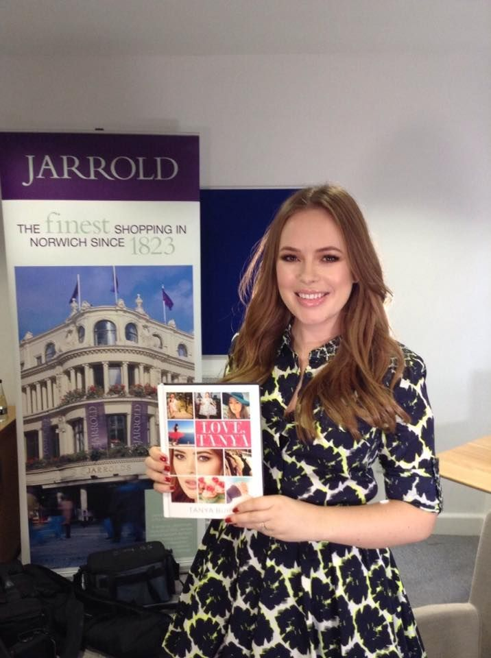The gorgeous Tanya Burr at Jarrolds for her book signing!! ‪#‎lovetanya‬ ‪#‎booksigning‬