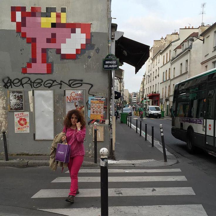 Interesting one by streetheart55 #spaceinvader #unas (o) http://ift.tt/2hysQsd ladies Work by @invaderwashere  #streetart #art #paris #parisstreetart #streetartparis #graffiti #urbanart #wallpainting #streetartist #graf #rsa_graffiti #dsb_graff #artist #gullysteez #tv_streetart #arteurbano #arteurbana #tv_strideby #peoplewalkingpastwalls #imjustpassing #invader  #pinkpanther #panthererose #pink