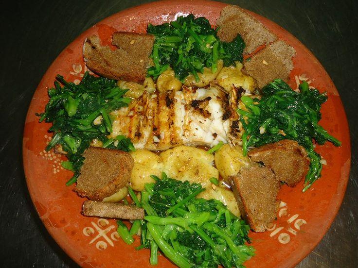 La morue grillée à la braise, est vraiment bonne, mais les pommes de terre sont aussi bonnes, de manger et pleurer pour plus... Essayez!