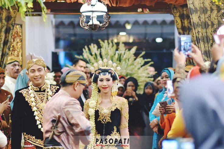 The Vendors Makeup: Tari Donolobo Dekor: Agung Dekor WO: Putra Mahkota Catering:Kartika Chandra Hotel Venue: Kartika Chandra Hotel