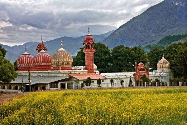 Badshahi Masjid Chitral Pakistan Wallpaper  [ More Pakistan Pictures: http://www.fun2video.com  ]