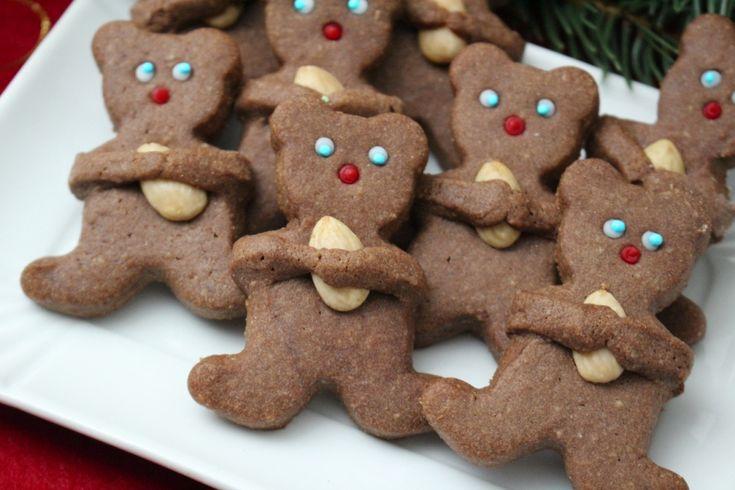 Biscotti a forma di orsetto con mandorle