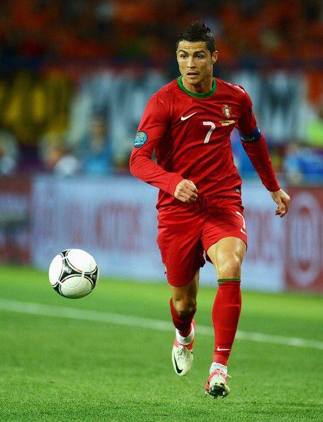Medio Volante Ofensivo Izquierdo - Cristiano Ronaldo (Portugal).