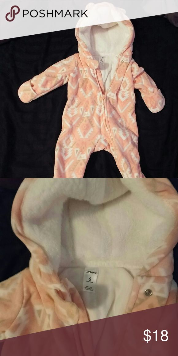 Pink and white Carters baby snow suit 6mo Pink and white Carters baby snow suit Thick, heavy fleece material 6 mo Nwot Your little one is sure to stay warm when bundled up in this snow suit! Carter's Other