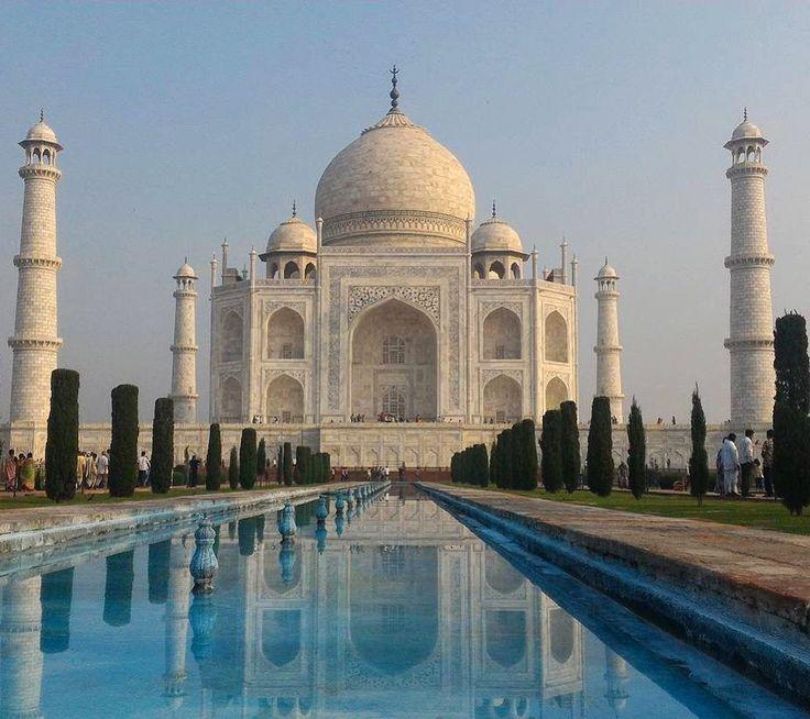 o #TajMahal dispensa apresentações ! Incrível!  Ps:Não estou resistindo as fotos da #India. . Use #AosViajantes e mostre sua viagem aqui. .  Parabéns @carolinapinton ㅤㅤ ㅤㅤ . . . . . . . . . . . #indiatourism #indiatraveldiary #tajganj
