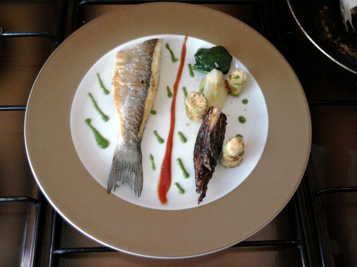 JHS * * /  Bar grillé aux petits légumes et sauce au fenouil Gino D'Aquino