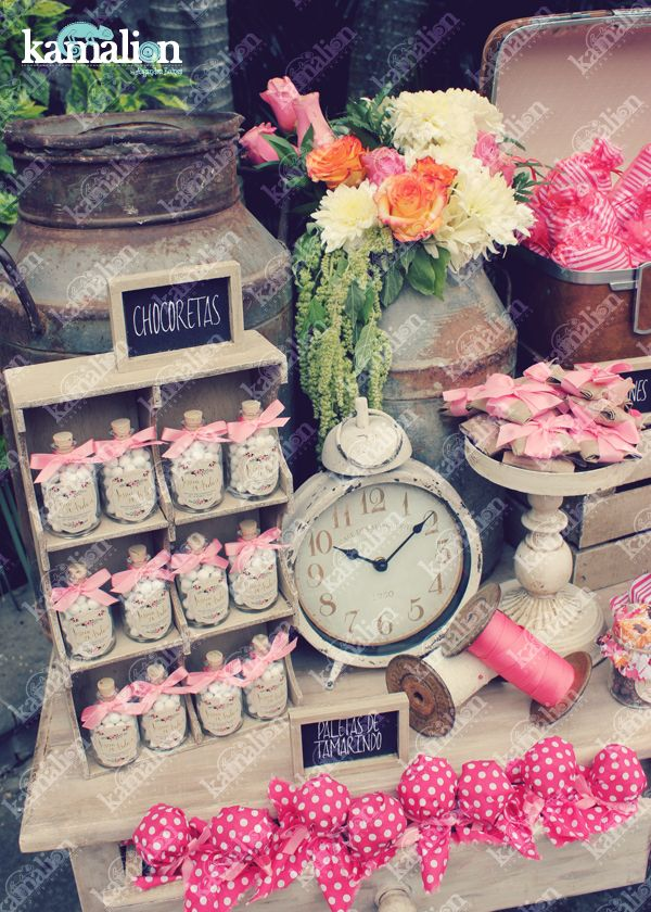 www.kamalion.com.mx - Mesa de Dulces / Candy Bar / Postres / Coral / Wedding / Boda / Rustic Decor / Dulces / LOVE / Lechero / Maletas / Vintage / Sewing machine / reloj / clock.