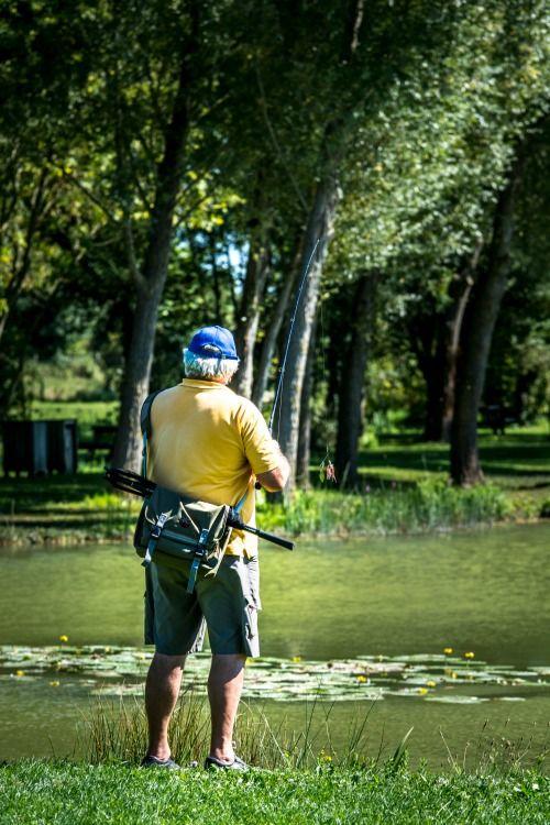 Pêcheur au Lac de Frace à Aigrefeuille d'Aunis
