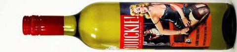 Terningkast 5: 747801 Some Young Punks Quickie 2015, 13,5 prosent vol, Some Young Punks, Adelaide Hills/Australia, 75 cl, 235 kroner. Bestillingsutvalget. Lys strågul. Solbærblader, stikkelsbær og lime i duft. Grønne, druetypiske aromaer med bra balansert sødme og syre. Lett, tørr avslutning. En sjarmør av en flaske, selv om den etter min mening var enda bedre i forrige årgang. Prøv den sammen med sommerens grønnsaker på grillen, samt til salater.
