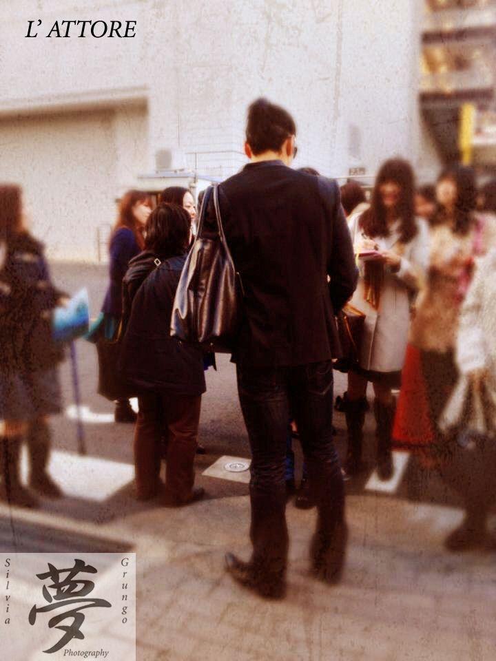 The Actor  Watanabe Daisuke signs autographs outside the theater #tokyo #japan #watanabedaisuke