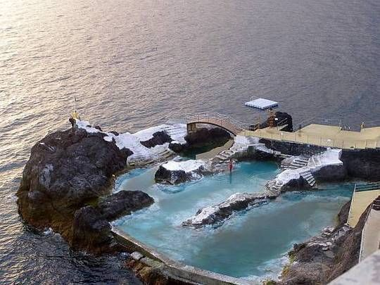 Great escapes the best public pools and swimming holes in for Piscinas naturales en portugal