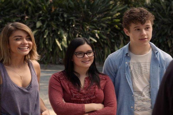 Watch Modern Family Online - Playdates | Hulu