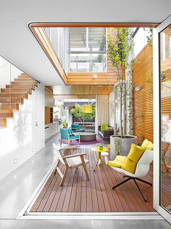 This stunning terrace house creates a seamless boundary between indoors and out, designed by Elaine Richardson Architect, located in Alexandria, a suburb of Sydney, Australia.