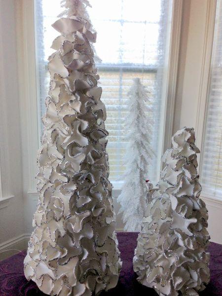 Esta árvore de Natal em cone com EVA é diferente e linda (Foto: plumperfectandme.blogspot.com.br)