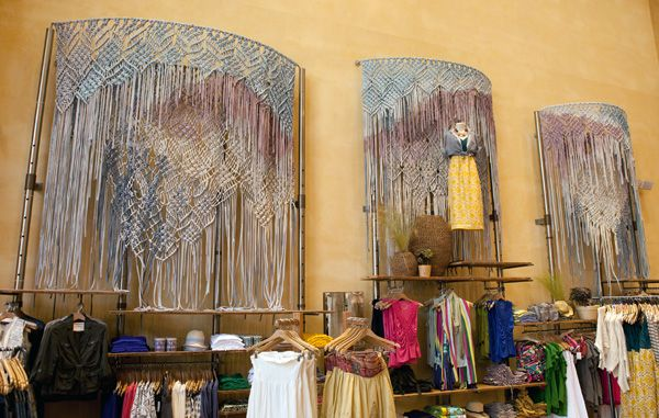 macramé display : bramble workshopBramble Workshop, Anthropology Backdrops, Anthropologie Backdrops, Anthropologie Macramé, Jld Blog