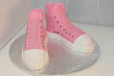 Step by step cake converse all star