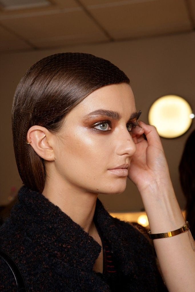 Backstage Tom Ford: Andreea Diaconu // Brunette with bold brows, nude lips & copper smokey eyes #beauty #makeup