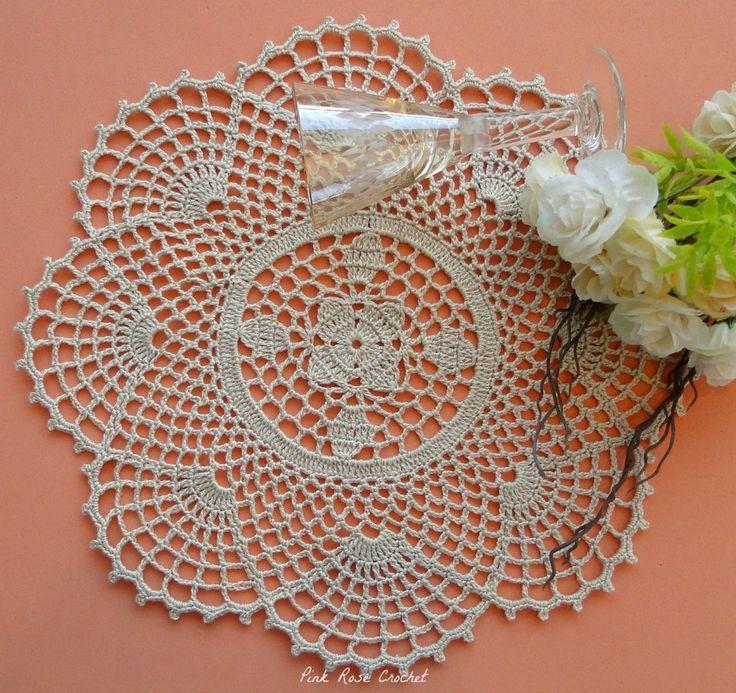 Flor Estrela e Conchas, formam o desenho deste  Centrinho, eu fiz na cor bege elegante.   Mais---> Aqui