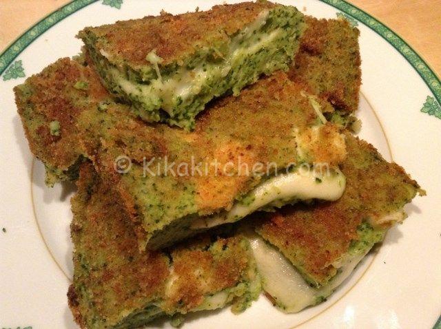 Lo sformato di broccoli e patate è un delizioso piatto unico vegetariano, molto apprezzato anche dai bambini per la presenza del formaggio filante.
