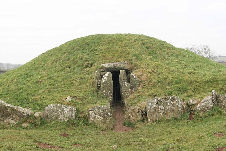 Bryn Celli Ddu, a late Neolithic chambered tomb on Anglesey