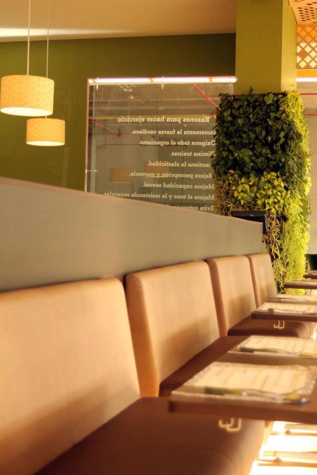 Y para los que viven o trabajan más al sur, les compartimos esta hermosa foto de nuestro restaurante en Envigado. Ubicado en el City Plaza loma del escobero, conserva el toque verde y natural que nos caracteriza. Te esperamos.