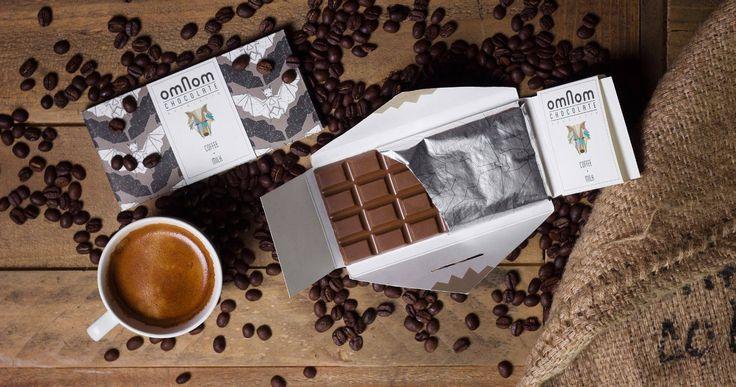 I Omnoms världsnyhet Coffee + Milk spelar kaffebönornas fylliga aromer huvudrollen på ett nytt och innovativt sätt. Istället för att tillsätta kaffesmaken i form av rostade bönor till en färdig choklad har Omnom valt att ersätta kakaomassan som i vanliga fall är grundingrediensen i chokladen med noga utvalda ekologiska Arabicabönor från Nicaragua. Läs mer på http://beriksson.net/vara-varumarken/omnom  #Omnom #kaffe #choklad #ekologisk #Beriksson