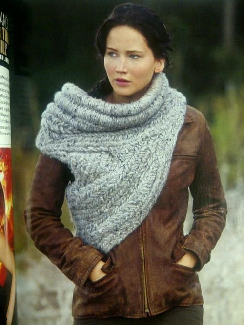 Obsessed with the Hunger Games Catching Fire Katniss scarf. Tutorial + pictures on the rolled top part of the cowl.