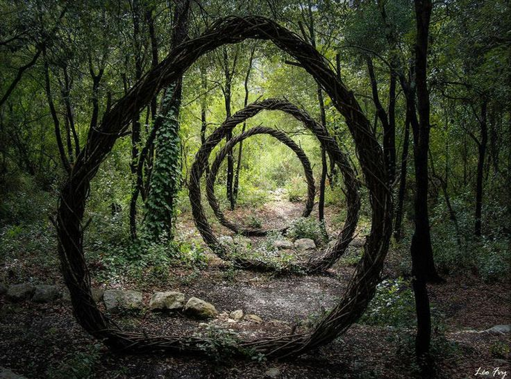 sculptural artist Spencer Byles spent a year creating beautiful sculptures out of natural and found materials throughout the unmanaged forests of La Colle Sur Loup (where he lived with his family), Villeneuve Loubet and Mougins. He worked together with elements of his natural surroundings to create artwork that blends seamlessly with the environment. BoredPanda