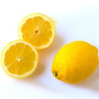 Recettes beauté maison avec du citron : mains gercées, ongles cassants, pieds secs