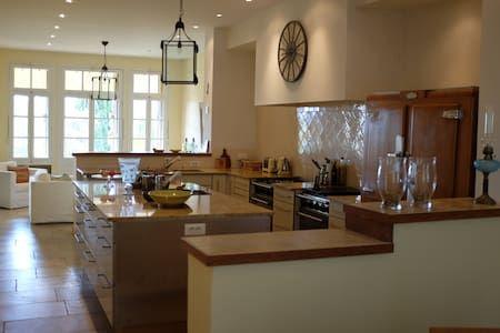 Vyhraj noc v Provence: Charming townhouse with garden - Domy k pronájmu v Lorgues na Airbnb!